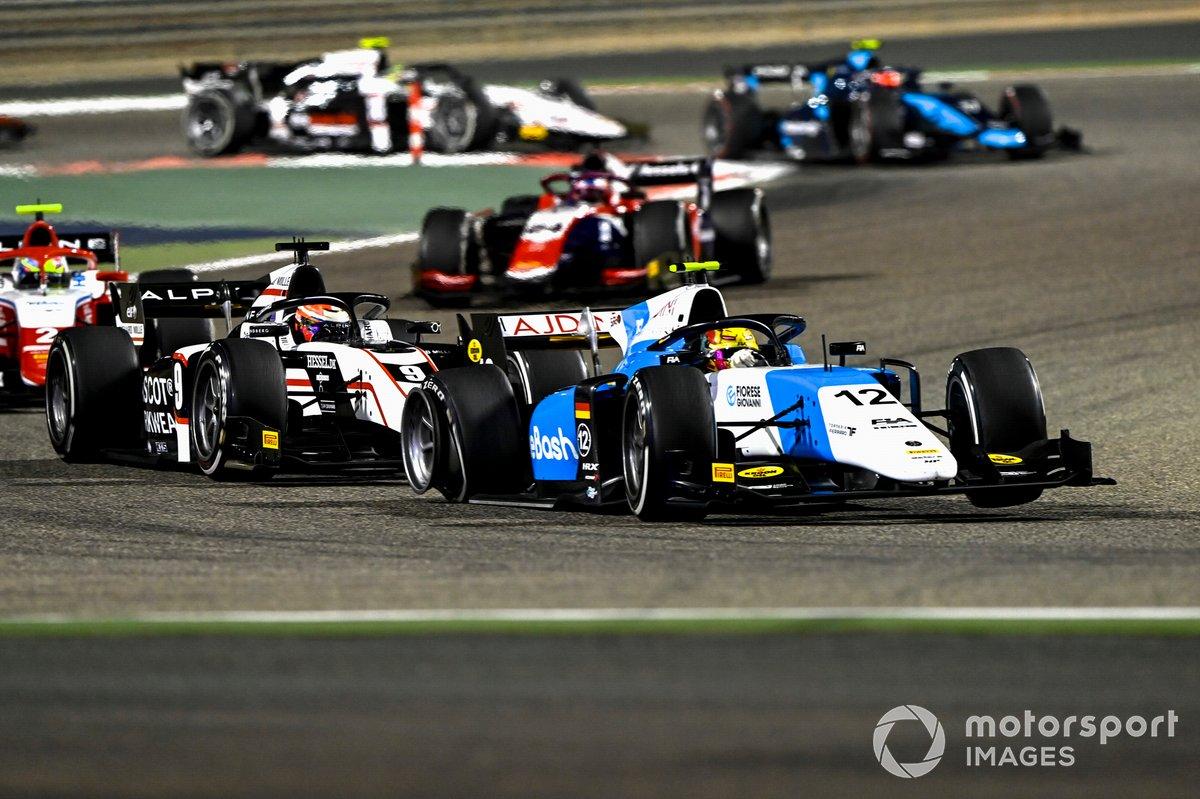Lirim Zendeli, MP Motorsport, precede Christian Lundgaard, ART Grand Prix, con una gomma forata
