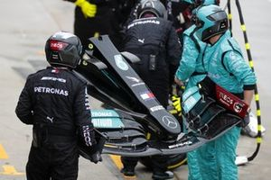 A new front wing for Lewis Hamilton, Mercedes W12