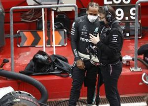 Lewis Hamilton, Mercedes, with his engineer