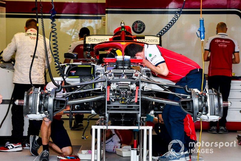 Передняя подвеска Alfa Romeo Racing C38