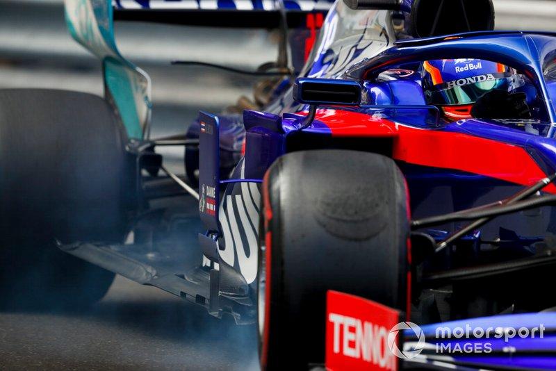 Alexander Albon, Toro Rosso STR14 si blocca
