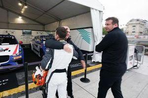 Bryan Sellers, Rahal Letterman Lanigan Racing, celebrates pole position