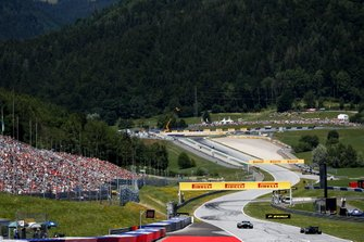 Robert Kubica, Williams FW42, leads Kevin Magnussen, Haas F1 Team VF-19