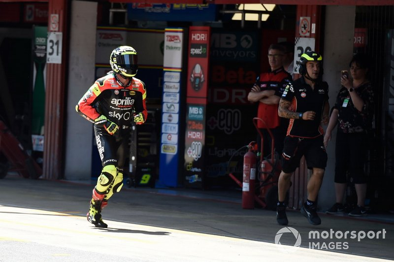 Andrea Iannone, Aprilia Racing Team Gresini, running in pit lane