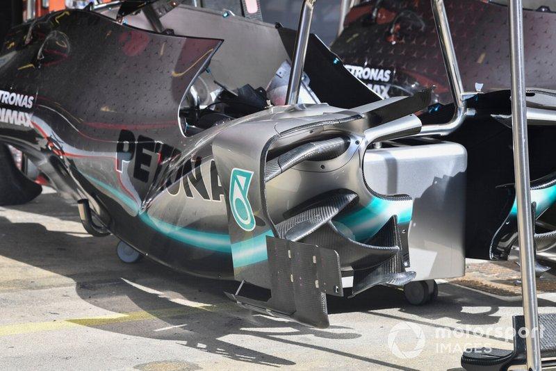 Mercedes W10: Seitliche Luftleitbleche