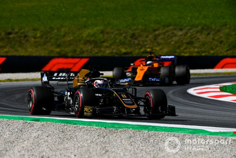 Romain Grosjean, Haas F1 Team VF-19, leads Carlos Sainz Jr., McLaren MCL34
