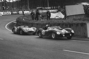 Olivier Gendebien, Maurice Trintignant, Ferrari 250 TR, leads Tony Brooks, Noel Cunningham-Reid, Aston Martin DBR1/30