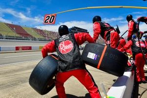 Christopher Bell, Joe Gibbs Racing, Toyota Supra Rheem / RTP pit stop