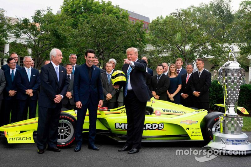 El ganador de la Indy 500 2019, Simon Pagenaud, conoce al presidente Trump en la Casa Blanca