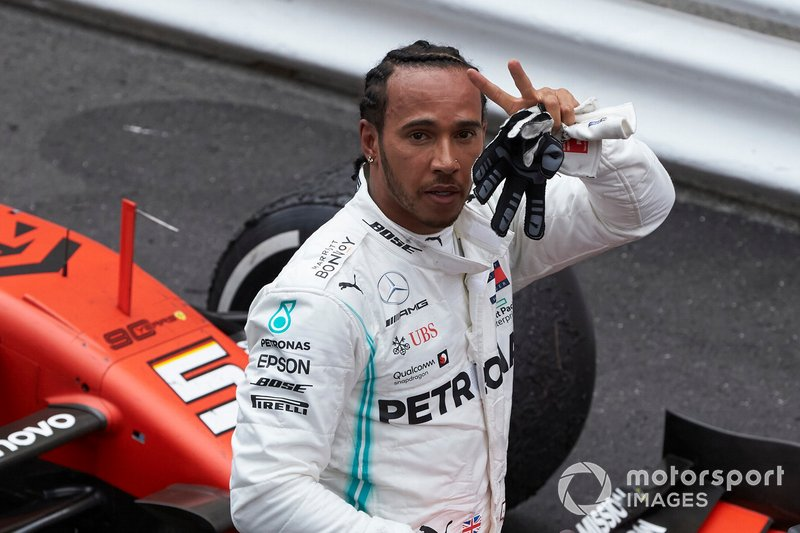 Lewis Hamilton, Mercedes AMG F1, prima posizione, festeggia al Parc Ferme
