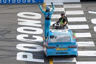 Kyle Busch, Joe Gibbs Racing, Toyota Camry M&M's Hazelnut, does a burnout after winning