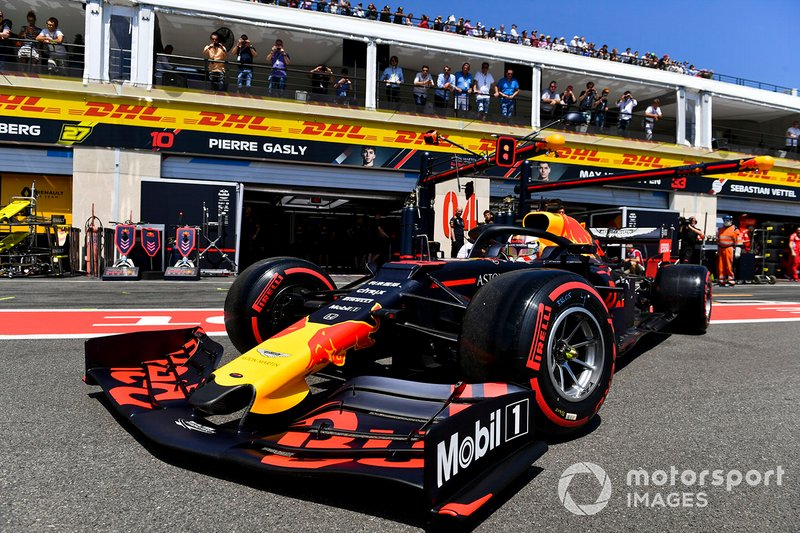 Max Verstappen, Red Bull Racing RB15, lascia il garage