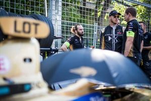 Andre Lotterer, DS TECHEETAH talks to his team on the grid