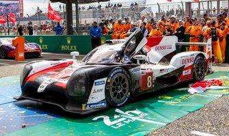 Race winner #8 Toyota Gazoo Racing Toyota TS050: Sébastien Buemi, Kazuki Nakajima, Fernando Alonso