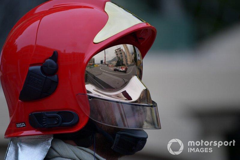 Antonio Giovinazzi, Alfa Romeo Racing C38, reflected in a fire marshals visor
