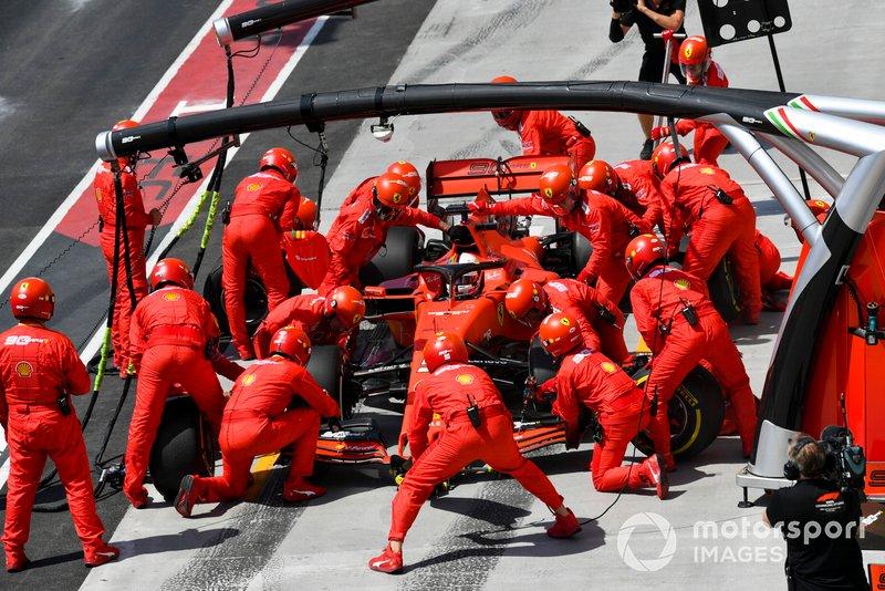 Sebastian Vettel, Ferrari SF90, pits