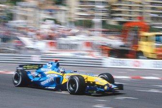 Jarno Trulli y Renault R24 corren por Tabac