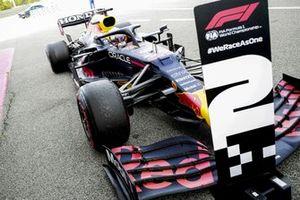Max Verstappen, Red Bull Racing RB16B, 2 ° posto, arriva nel Parco Chiuso