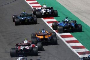 Pierre Gasly, AlphaTauri AT02, Sebastian Vettel, Aston Martin AMR21, George Russell, Williams FW43B, Daniel Ricciardo, McLaren MCL35M, and Antonio Giovinazzi, Alfa Romeo Racing C41