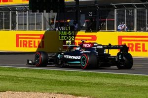 Valtteri Bottas, Mercedes W12, passes his pit board