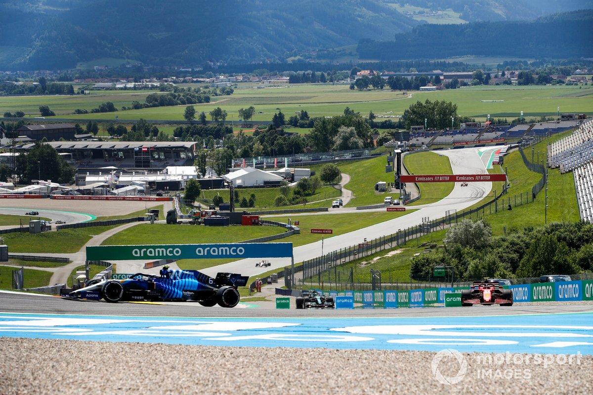 Nicholas Latifi, Williams FW43B, Carlos Sainz, Ferrari SF21