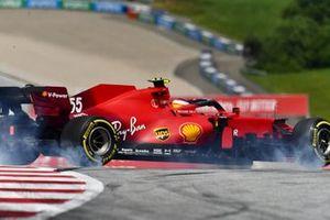 Carlos Sainz Jr., Ferrari SF21, spins