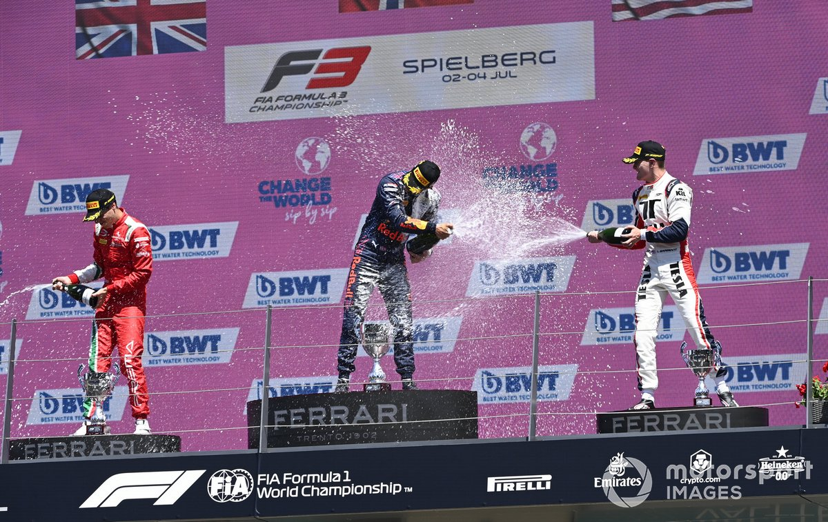 Podio: Ganador Dennis Hauger, Prema Racing, segundo lugar Olli Caldwell, Prema Racing, tercer lugar Logan Sargeant, Charouz Racing System