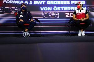 Sergio Perez, Red Bull Racing and Antonio Giovinazzi, Alfa Romeo Racing