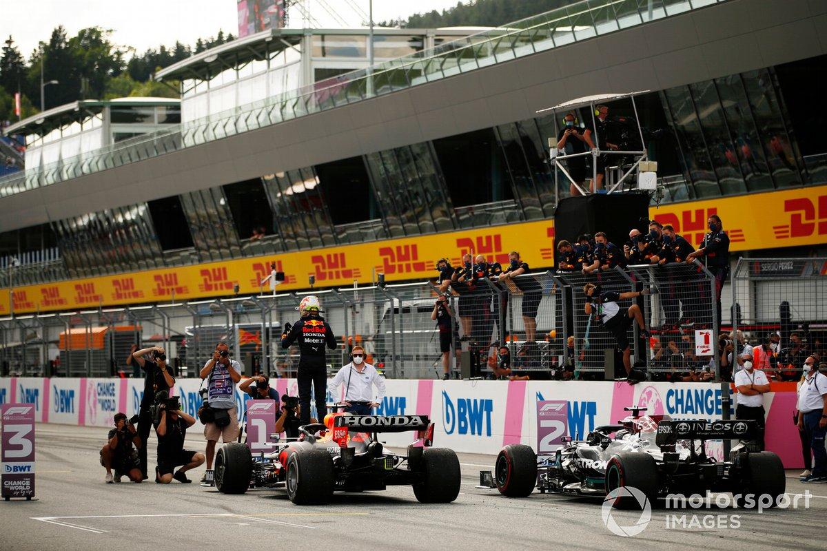 Ganador Max Verstappen, Red Bull Racing celebra en Parc Ferme