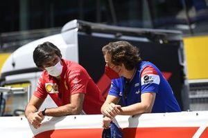 Carlos Sainz Jr., Ferrari, and Fernando Alonso, Alpine F1,