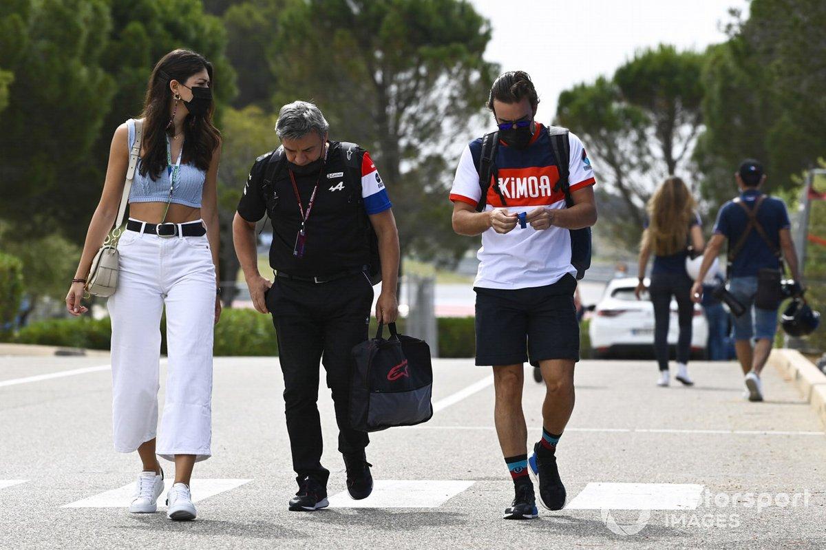 Fernando Alonso, Alpine F1, con su novia, Linda Morselli