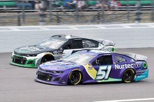 Cody Ware, Petty Ware Racing, Chevrolet Camaro NURTEC ODT y Corey LaJoie, Spire Motorsports, Chevrolet Camaro Nations Guard