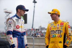 Kyle Busch, Joe Gibbs Racing, Toyota Camry M&M's Mix, Austin Cindric, Team Penske, Ford Mustang Pirtek