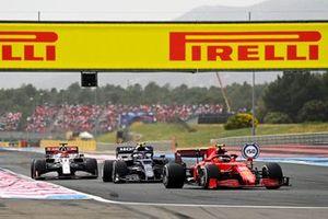 Carlos Sainz, Ferrari SF21, Pierre Gasly, AlphaTauri AT02, Kimi Raikkonen, Alfa Romeo Racing C41