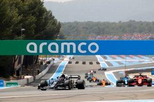 Pierre Gasly, AlphaTauri AT02, Charles Leclerc, Ferrari SF21, and Fernando Alonso, Alpine A521