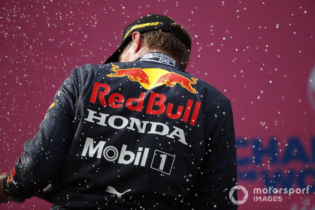 Podio: ganador Max Verstappen, Red Bull Racing