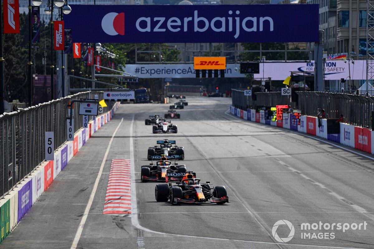 Max Verstappen, Red Bull Racing RB16B, Sergio Pérez, Red Bull Racing RB16B, Lewis Hamilton, Mercedes W12