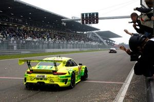 Race winner #911 Manthey Racing Porsche 911 GT3 R: Matteo Cairoli, Lars Kern, Michael Christensen, Kevin Estre