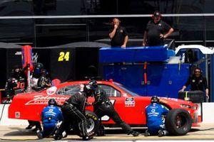 Landon Cassill, JD Motorsports, Chevrolet Camaro Solomon Plumbing pit stop