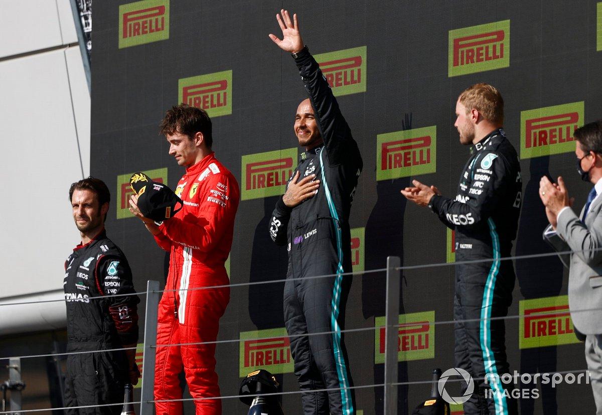 Podio: segundo lugar Charles Leclerc, Ferrari, ganador Lewis Hamilton, Mercedes, y tercer lugar Valtteri Bottas, Mercedes