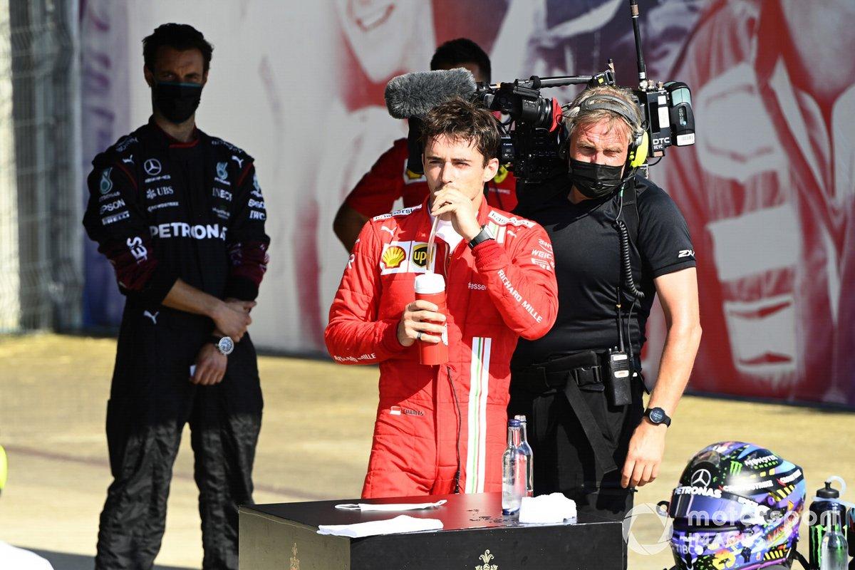 Charles Leclerc, Ferrari, 2ª posición, en Parc Ferme