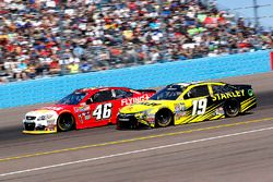 Carl Edwards, Joe Gibbs Racing Toyota; Michael Annett, HScott Motorsports Chevrolet