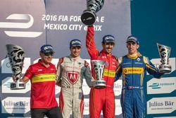 Podium : le vainqueur Lucas di Grassi, ABT Schaeffler Audi Sport, Jérôme d'Ambrosio, Dragon Racing, et Sébastien Buemi, Renault e.Dams
