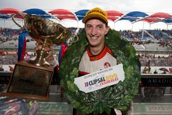 Podium: ganador Nick Percat, Lucas Dumbrell Motorsport Holden