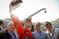 Podium: winner Lucas di Grassi, ABT Schaeffler Audi Sport takes a selfie