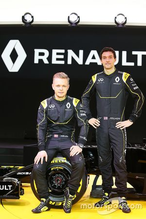 (من اليسار إلى اليمين): كيفن ماغنوسن، رينو أف1 وجوليون بالمر، رينو أف1