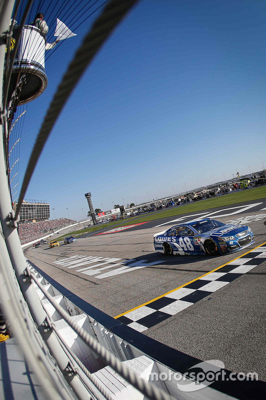 Jimmie Johnson, Hendrick Motorsports Chevrolet takes the white flag