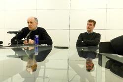 Franz Tost y James Key en el taller de la Escudería Toro Rosso