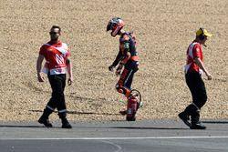 Liberación de la pista después de accidente, Danny Kent, Red Bull KTM Ajo
