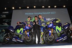 Maverick Viñales, Yamaha Factory Racing; Kouichi Tsuji, Yamaha-Motorsportchef; Valentino Rossi, Yama
